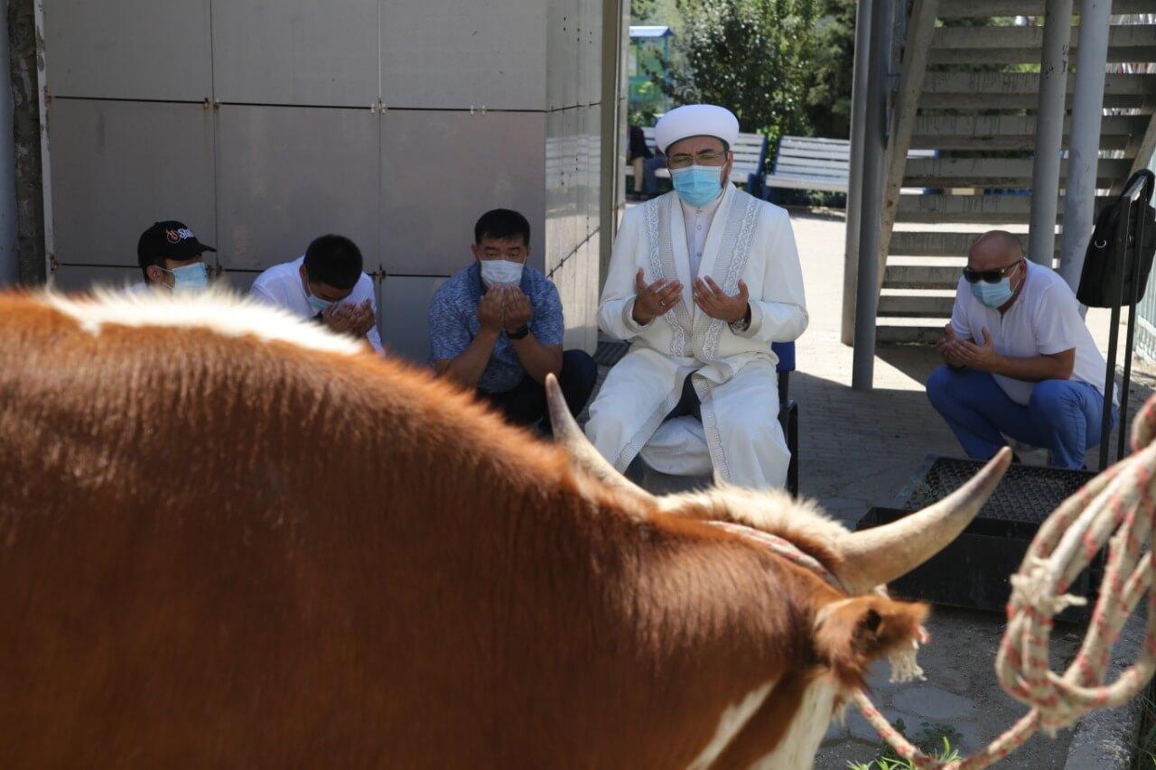 Атырау: «Иманғали» мешітінде құрбан шалынды