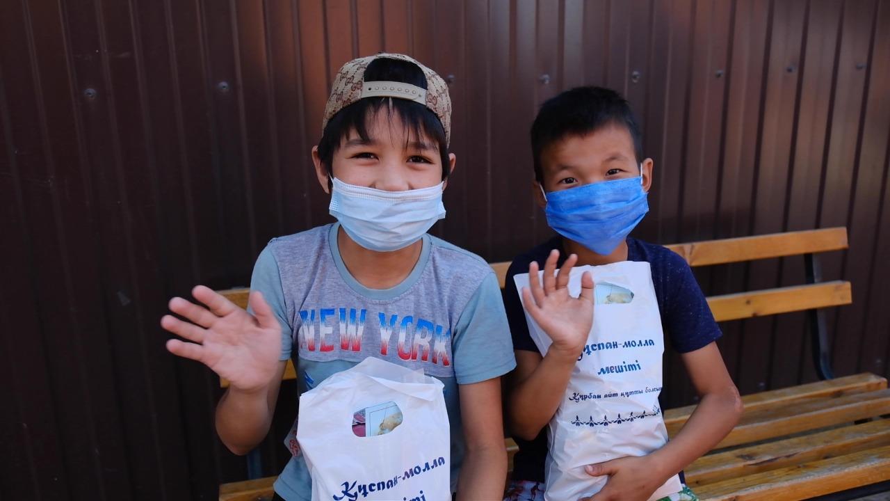 Батыс өңірлерде балаларға базарлық жасалды (ФОТО)